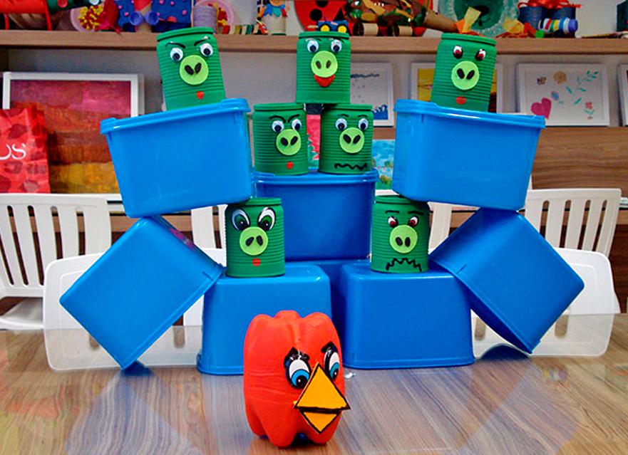 Jogos com materiais recicláveis